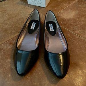 Steve Madden black flats, size 10, brand new!